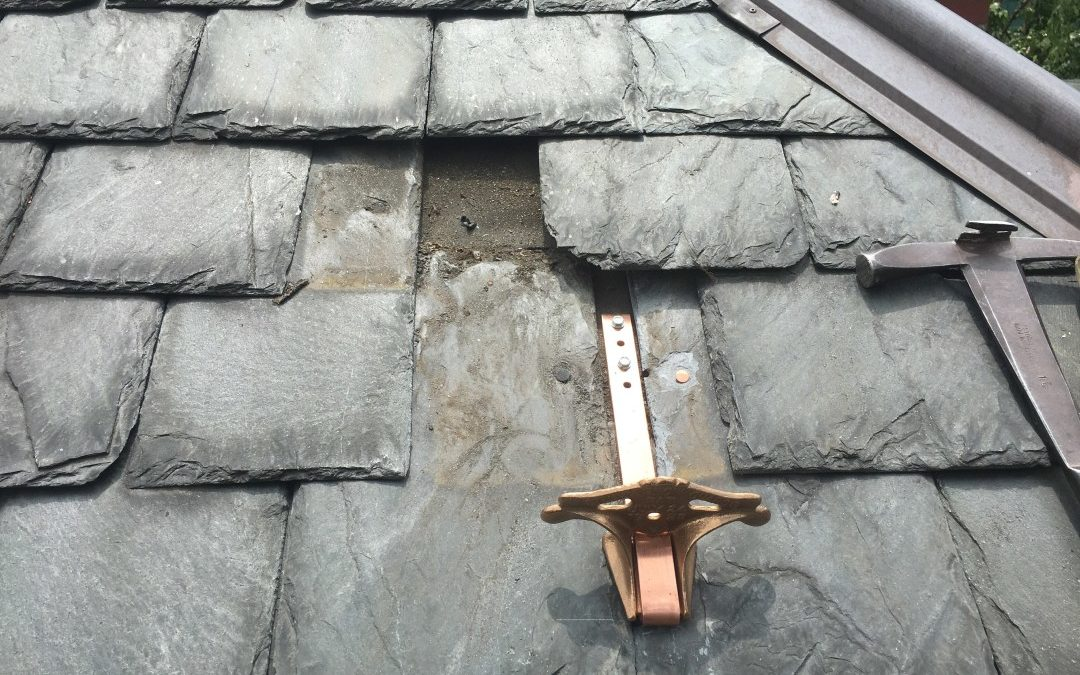 Replace A Broken Roof Tile In Arnold Nottingham